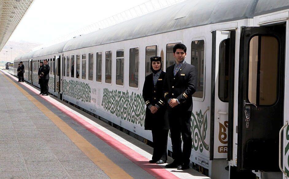 خبرنگاران ورود قطار مسافربری به مشهد به چهار رام کاهش یافت