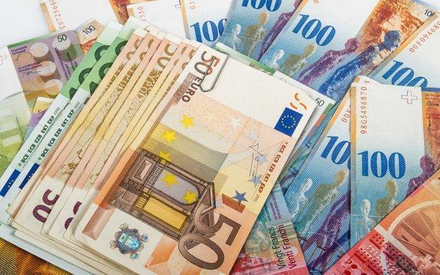 نرخ رسمی یورو و پوند بازهم کاهش یافت، قیمت 12 ارز ملی ثابت ماند