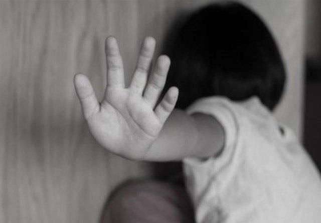 بهزیستی از مادر کودک آزار مشهدی شکایت می نماید