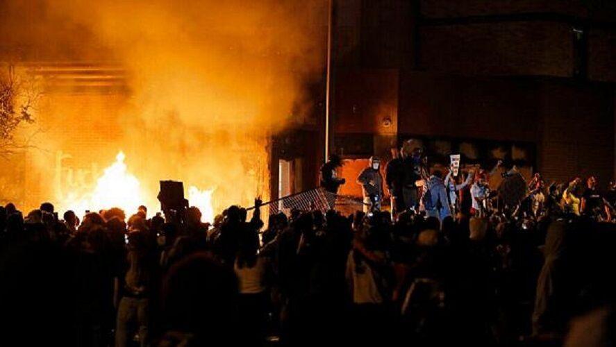 خبرنگاران موج خشم و انزجار جهانیان در اعتراض به قتل شهروند سیاهپوست آمریکایی