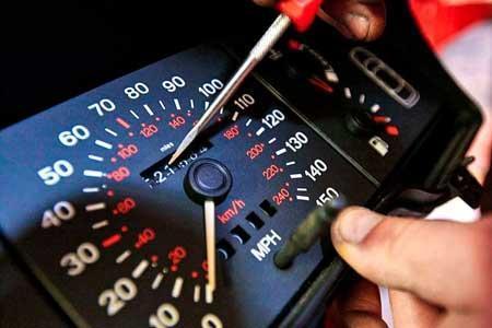 چگونه بفهمیم کیلومترشمار خودرو دستکاری شده است؟