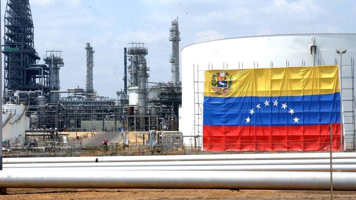 فراوری بنزین در پالایشگاه ال پالیتو ونزوئلا متوقف شد