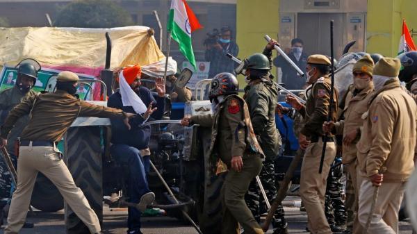 تظاهرات تراکتوری هند در روز جمهوری، درگیری کشاورزان با پلیس (