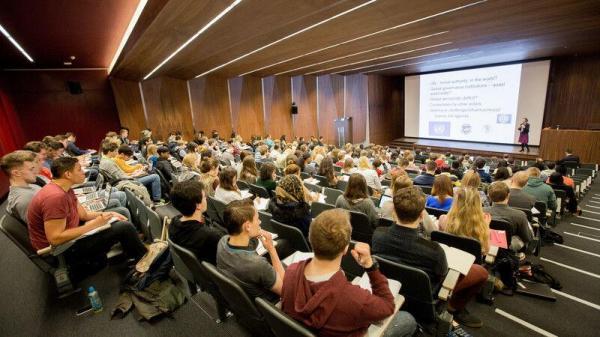 خبرنگاران هزینه های برگزیت برای دانشجویان اروپایی