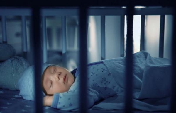 خواب زیاد نوزاد؛ آیا باید از زیاد خوابیدن نوزادمان نگران شویم؟