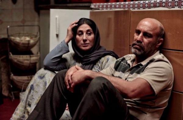 آذرنگ، ملودرام و فانتزی ، ادای دین آذرنگ به تئاتر در مدیوم سینما و آبادان جنگ زده خبرنگاران
