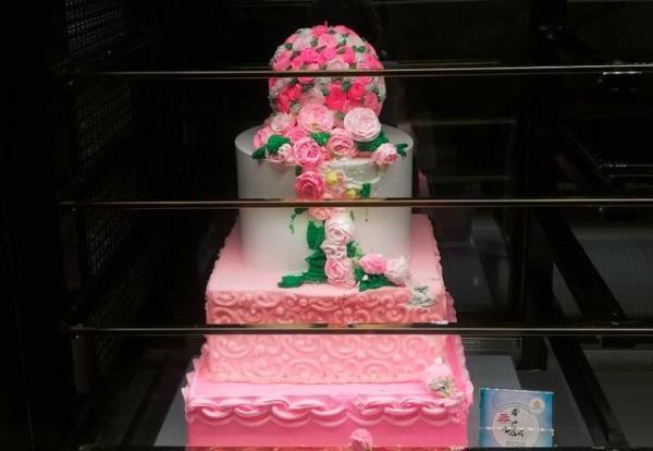 کیک های چند میلیون تومانی در تهران